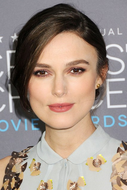 red carpetKeira-Knightley-Vogue-16Jan15-Rex_b_426x639_1.jpg