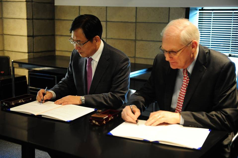 Andy Mills from Mango Fund and Kim Young-mok, President of Korea International Cooperation Agency, after signing the Memorandum of Understanding between the two organizations