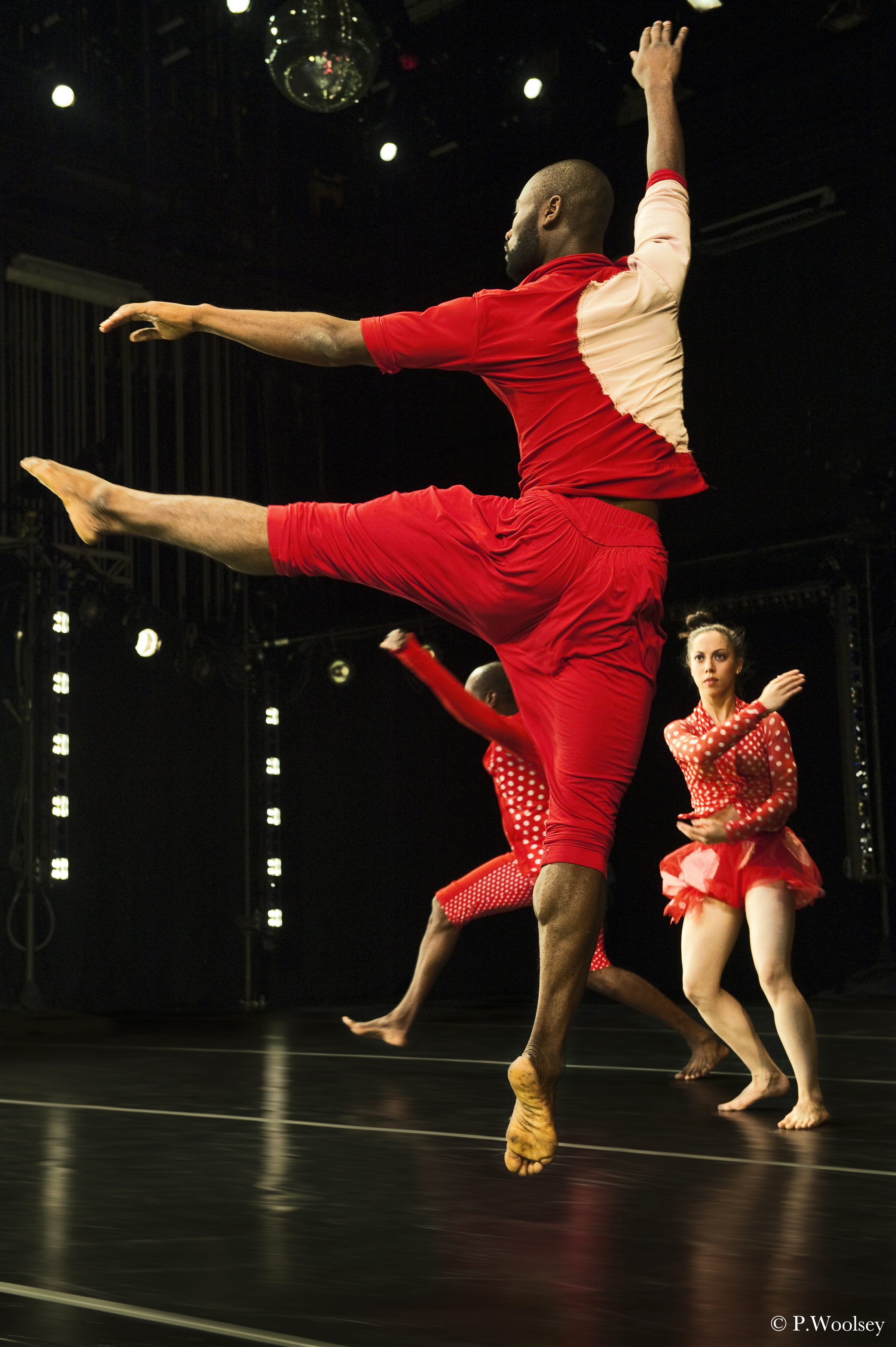 Photo Peggy Woolsey_dancers Clement Mensah, Paul Hamilton, Anna Schön.jpg