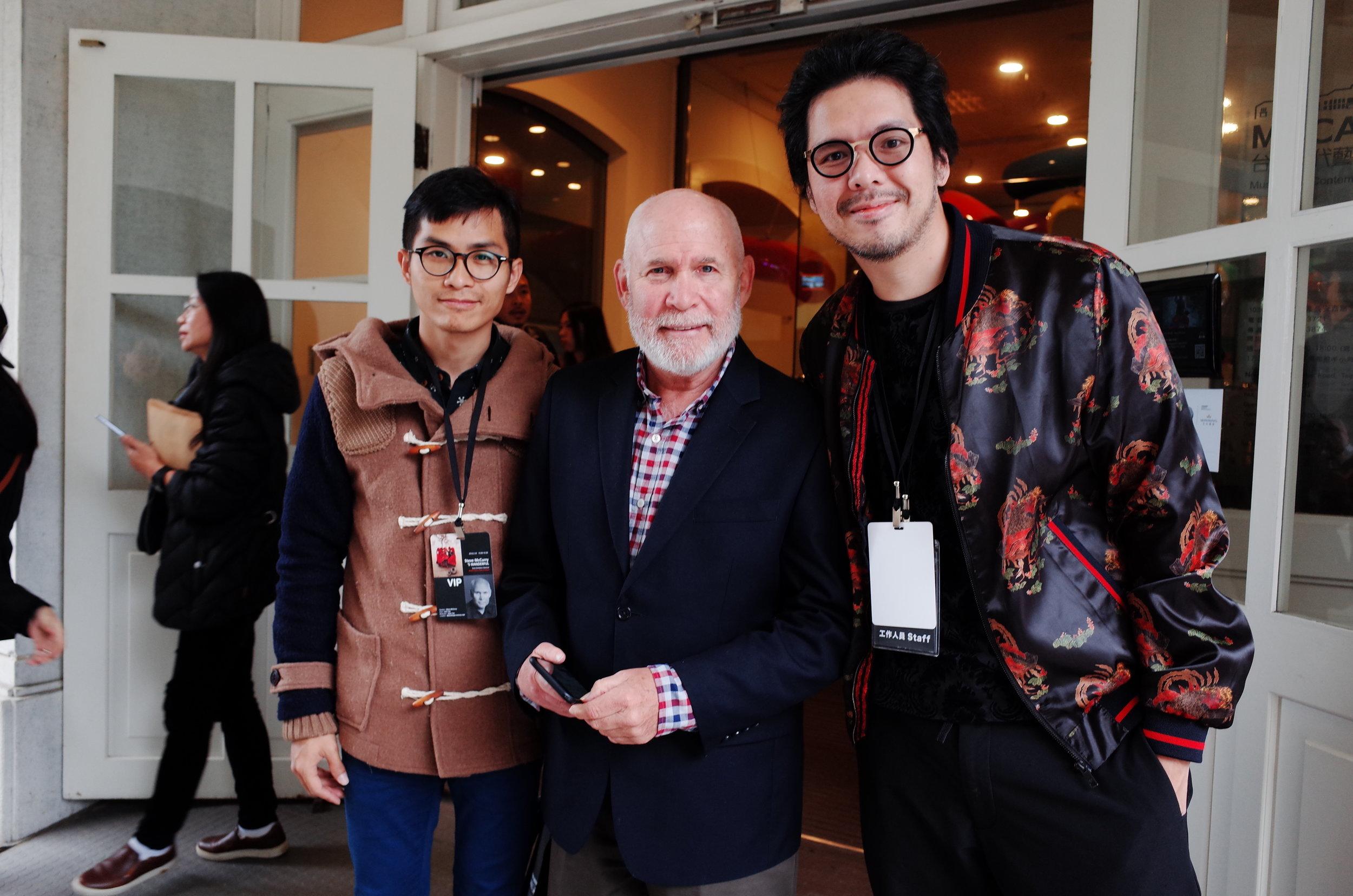左起陳紀東、Steve McCurry、John Tao