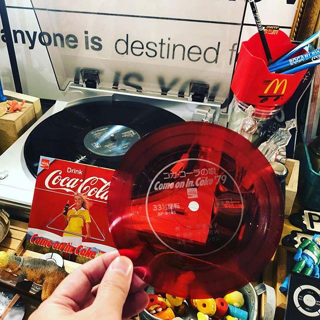 發現79年可樂小黑膠 #老派驚喜