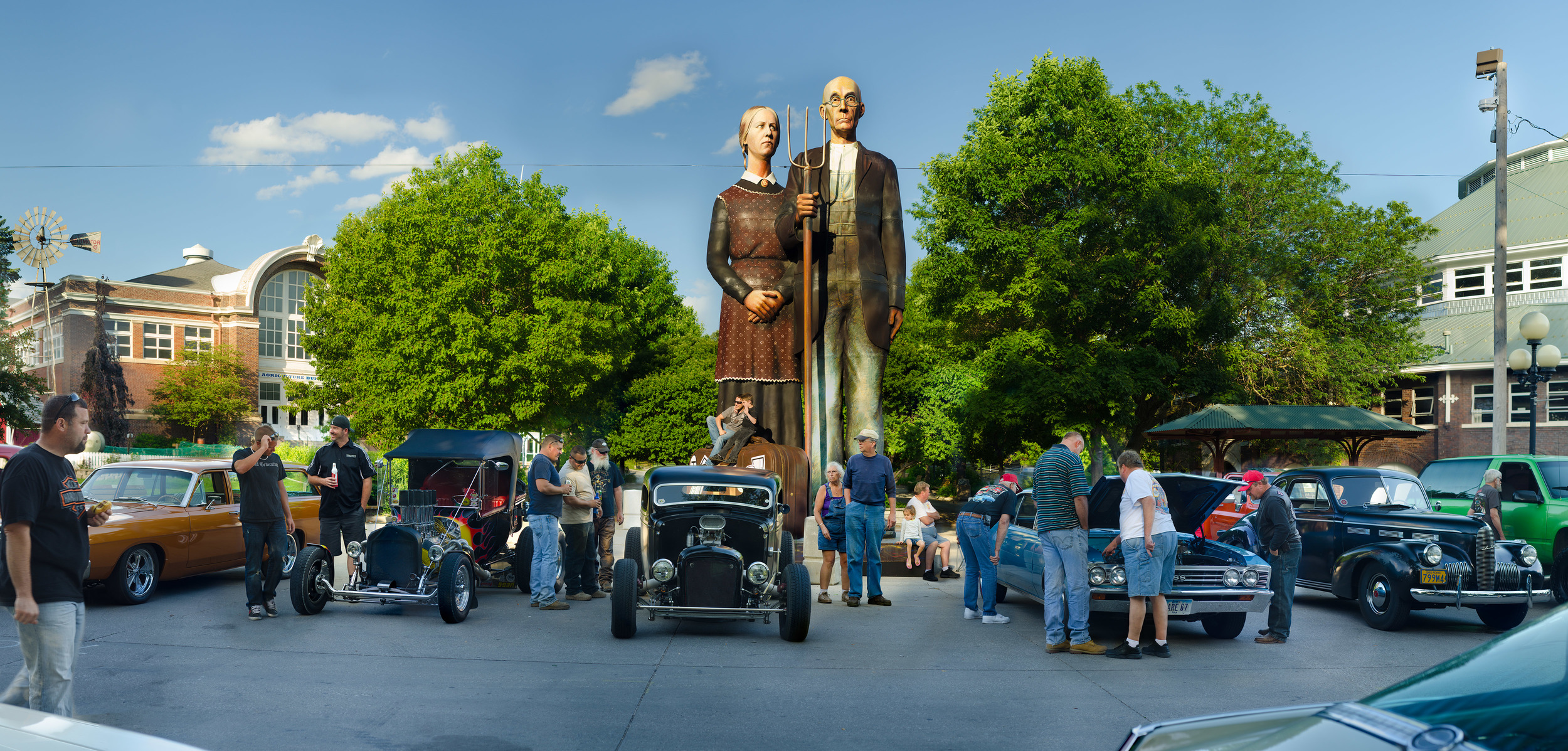 American Gothic; Des Moines, Iowa, 2014    Archival pigment print.    20 x 40 inches