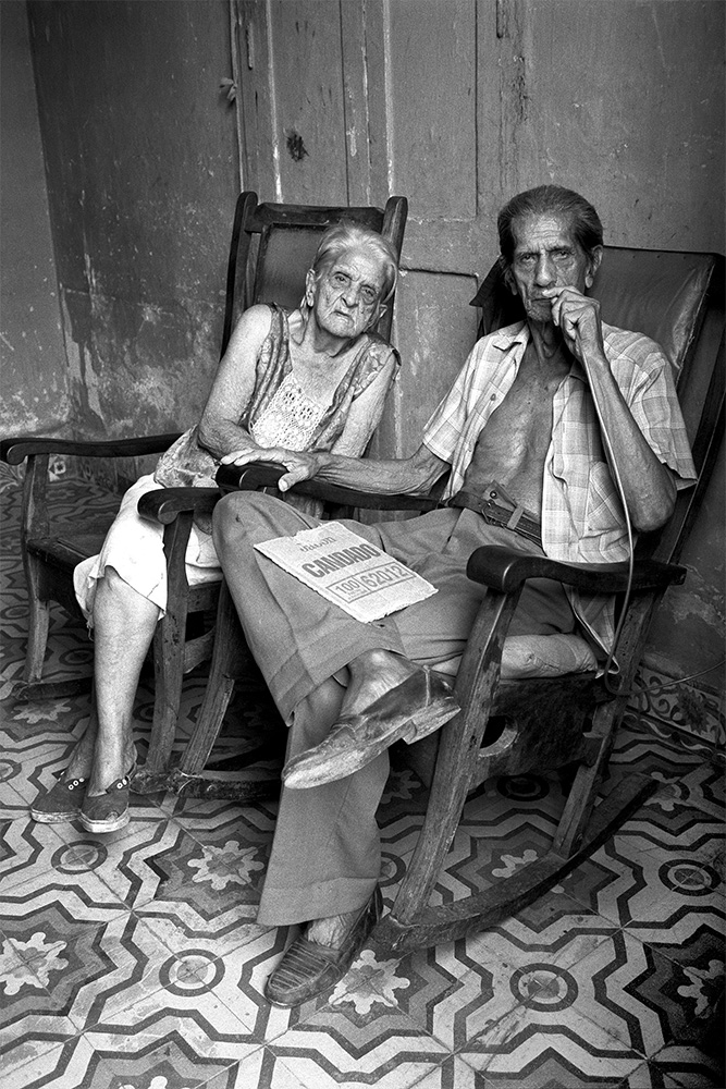 Old Couple , Havana, Cuba, 1999  Archival pigment print.  20 x 13 3/8 inches