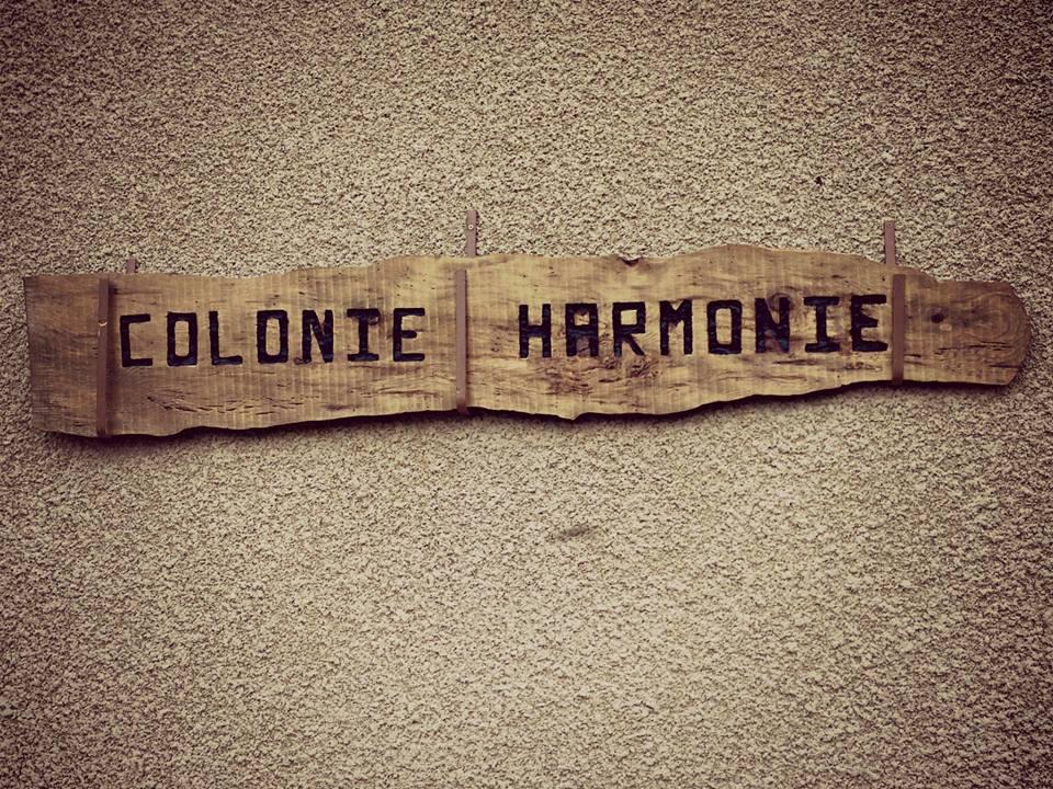 ColonieHarmonieSign2014.jpg
