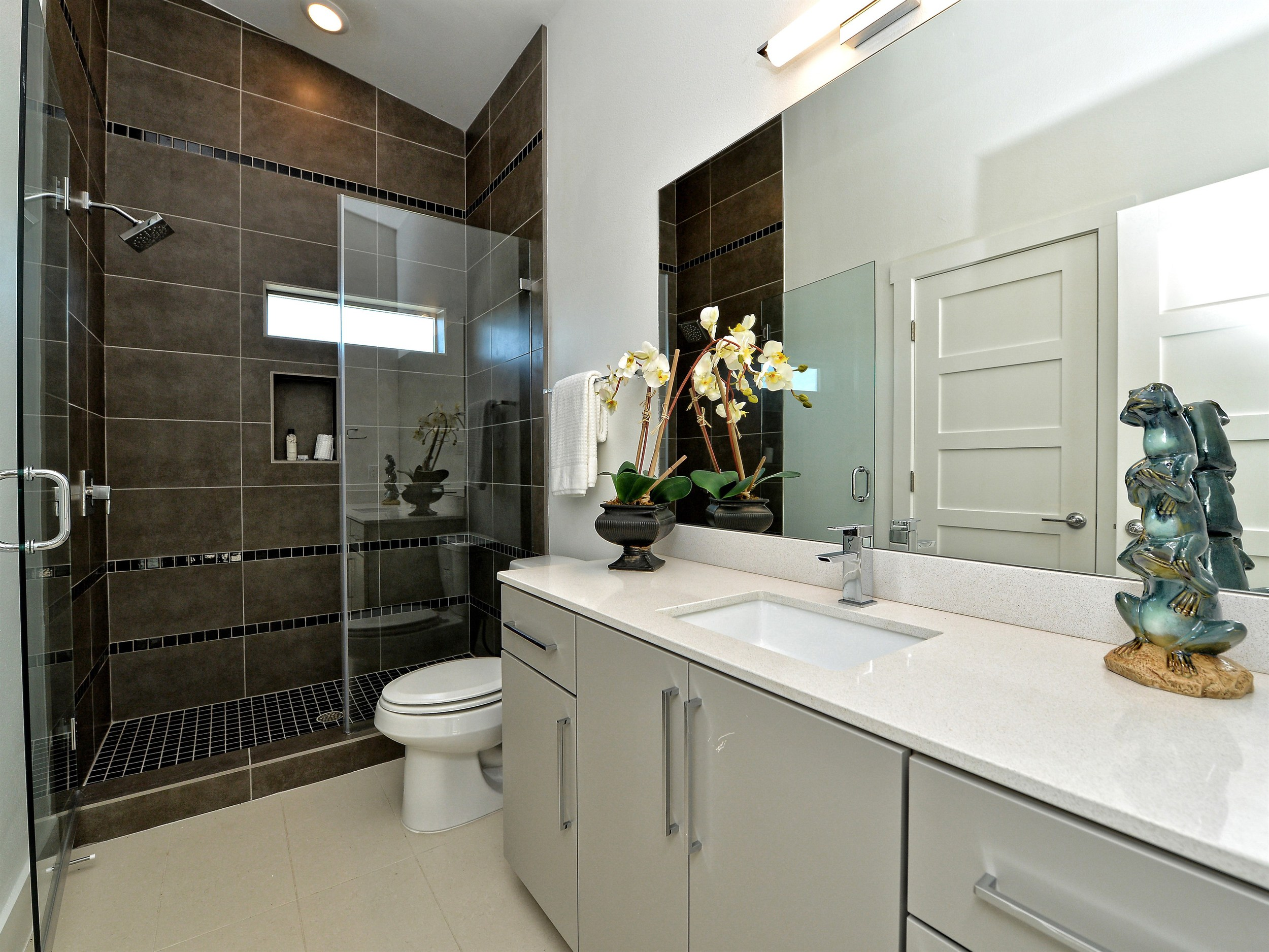 021_2nd Bathroom.jpg