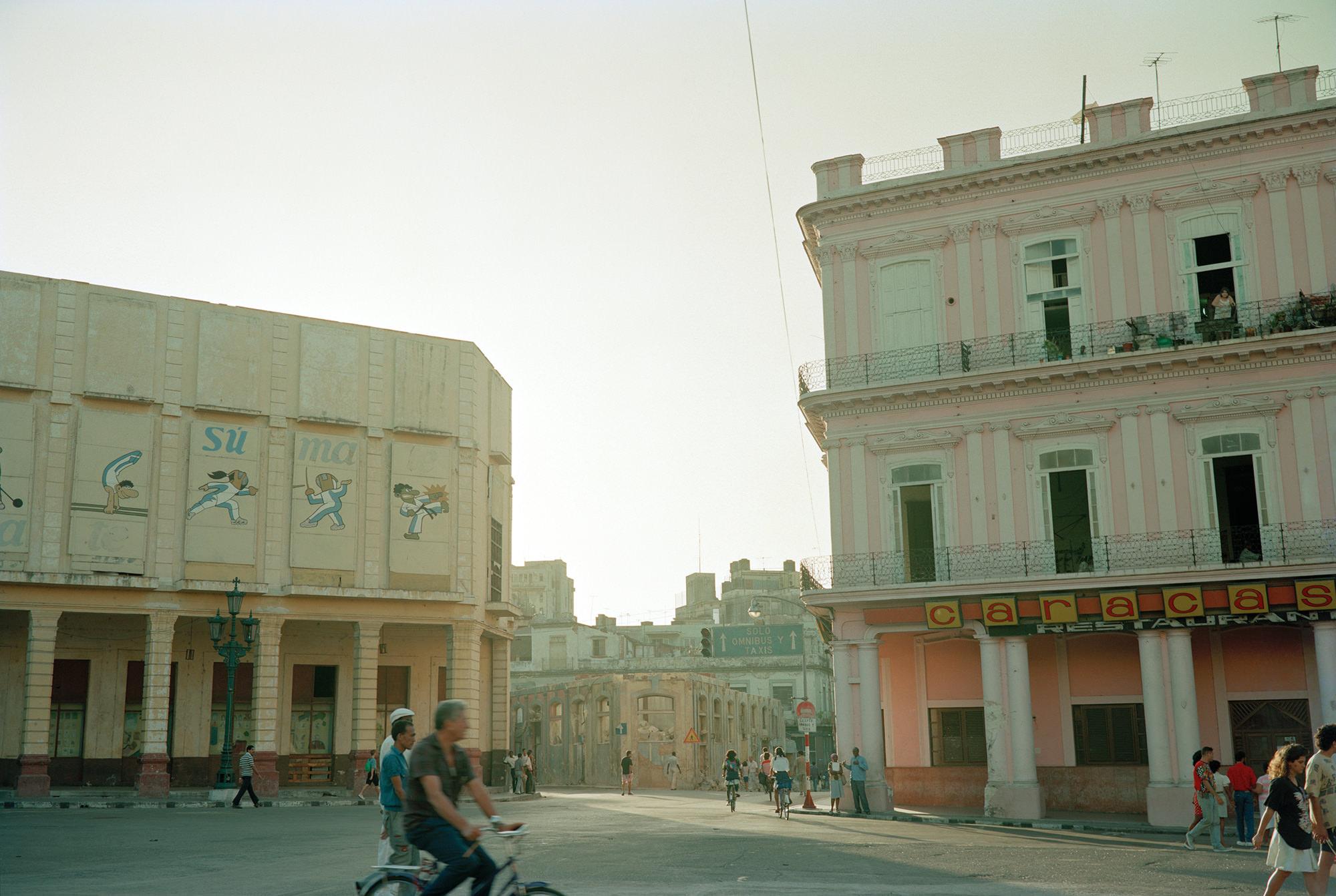 25_Paseo_de_Prado_y_Neptuno_Havana_20_x24_pigment_print_1993.jpg
