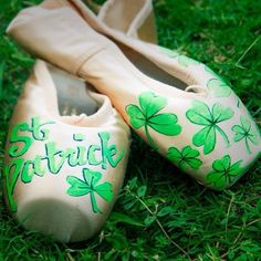 HAPPY ST PADDY'S DAY!   DO A LIL' JIG ON MARCH 17th... AND OF COURSE WEAR GREEN!