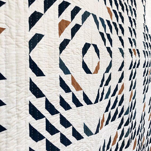 Hand stitching ❤️ #quilt #quilts #quilting #handquilting #naturaldyeing #naturallydyedquilt #madeinnyc #nycmaker #madeinaustin #slowcraftmovement #slowcraft #maidenhairquilt