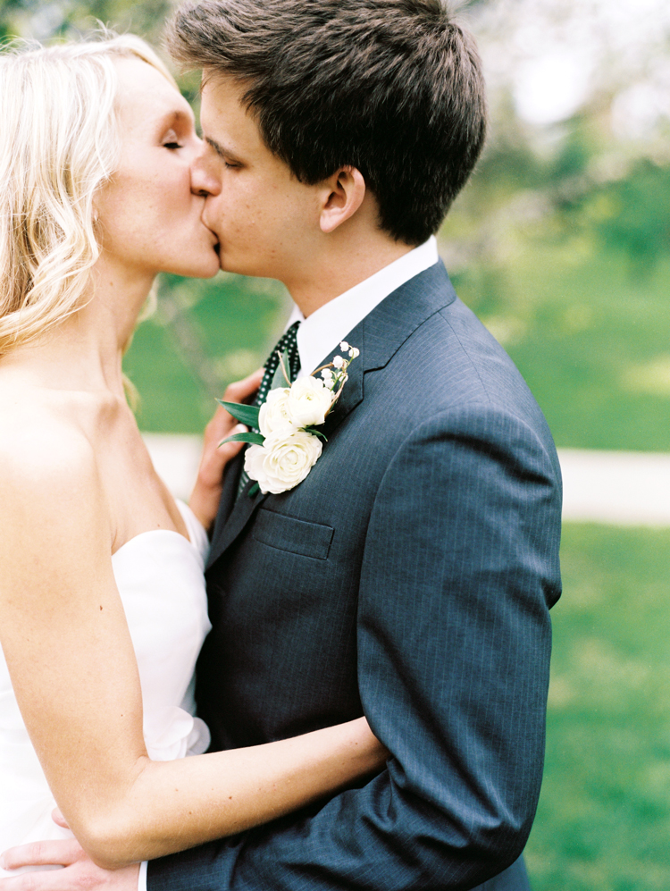 jacksonville-passionate-bride-and-groom-kiss.jpg