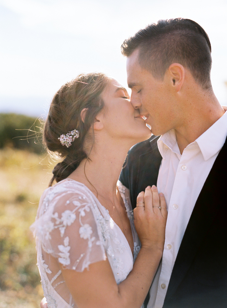 relaxed-bride-and-groom-kissing-e-m-anderson.jpg