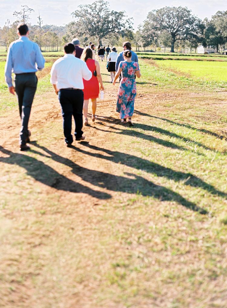 wedding-guests-walk-to-ceremony-jacksonville-fl.jpg