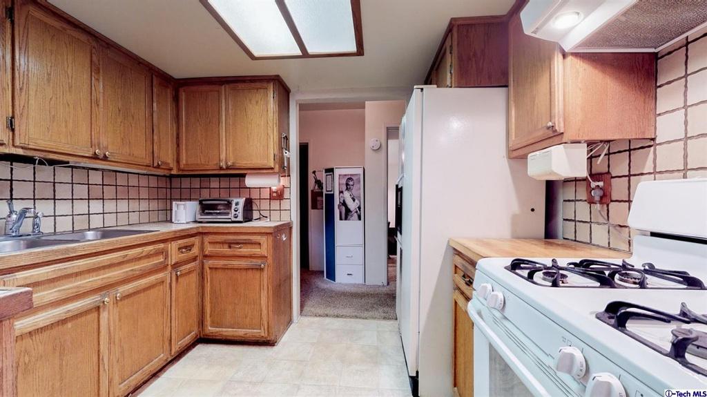 HHR 4 Kitchen Before.jpg