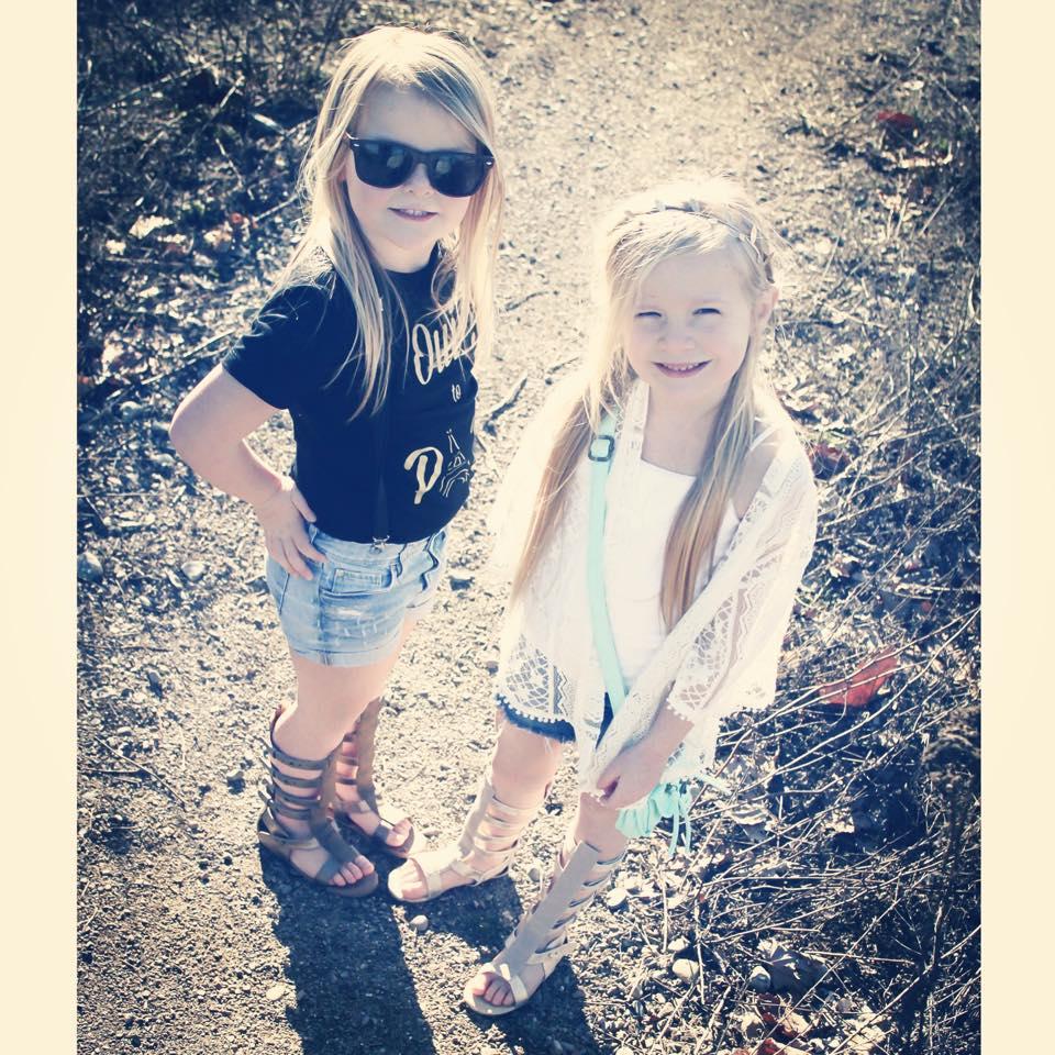 trendy sisters