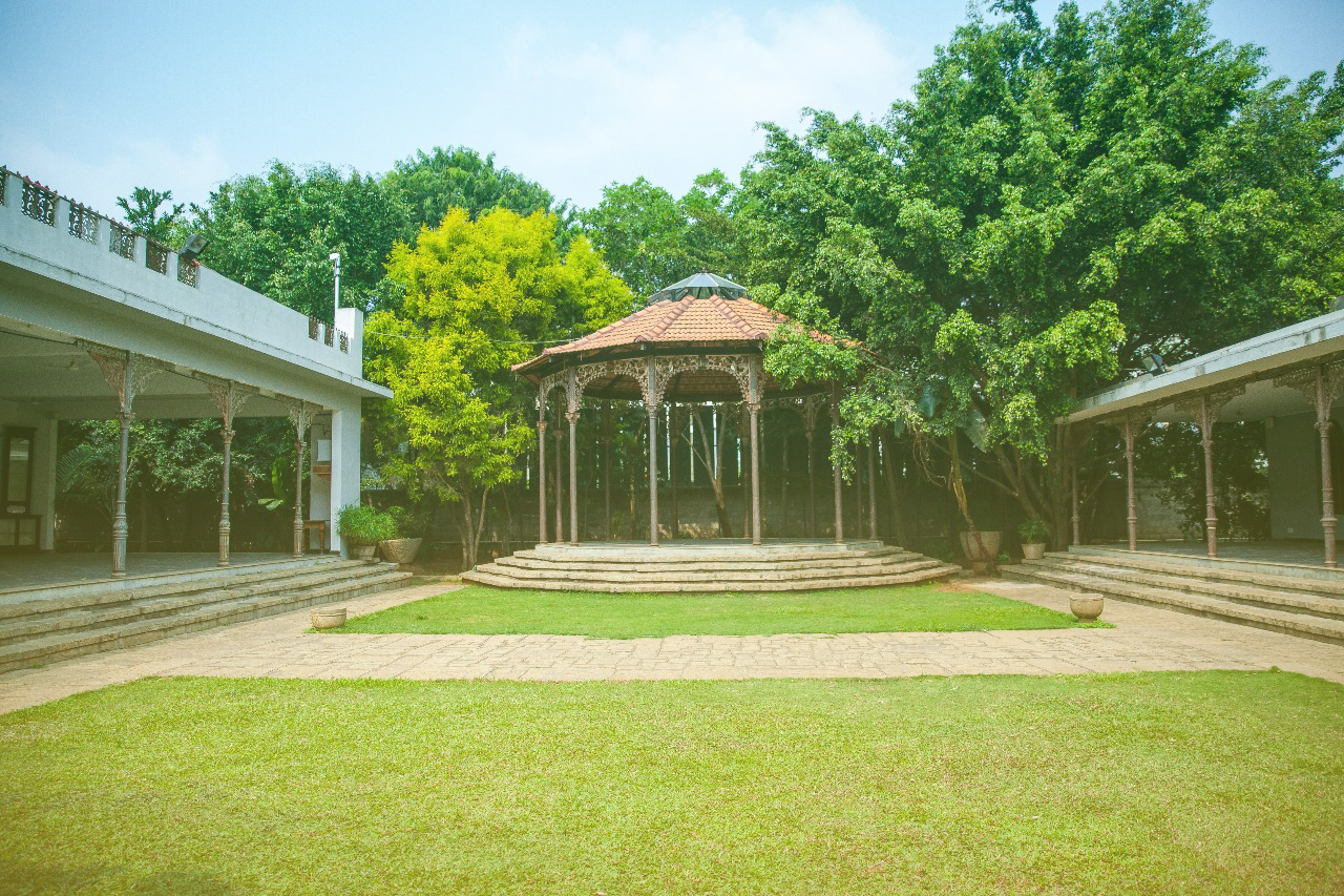 Place with Bandstand to organize classes | The Tamarind Tree
