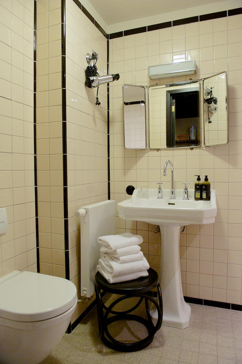 hotel-le-berger-rooms-comfort-mezzanine-eulalie-003-07.jpg