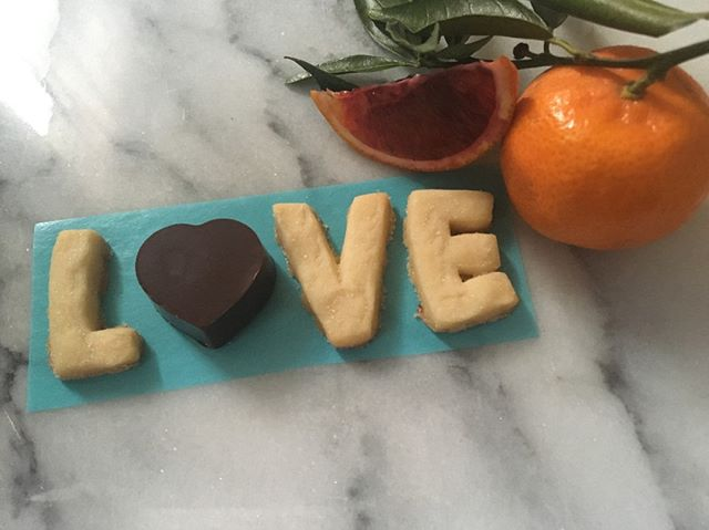 What spells L-O-V-E? Out sweet, buttery, chocolately, filled with blood orange buttercream Valentine's special treat! Available today at Crow Vineyards, we are paiting LOVE with something else we ❤️ - Crow's wines! We will be there from noon- 6pm as part of the River to Canal Vino Trek #bloodorange #buttercream #shortbread #butter #maryland #middletown #easternshore #pairings #valentine #valentinesday #nolia #crowvineyard #love #cookies