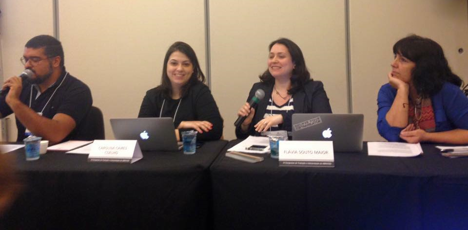 "READ MORE: Carolina and Petê, along with friends Flávia and Débora, talked about "" translationese "" in a session prepared by their blog Ponte de Letras"