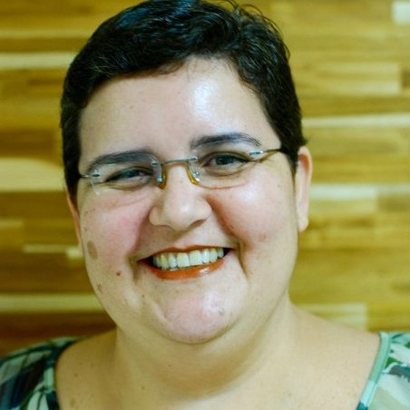 Cláudia Mello Belhassof - has been an English-to-Portuguese translator and Portuguese copyeditor since 2003. She specializes in literary translations, especially romance, fantasy, and sick-lit for new adults and young adults.