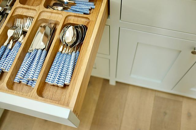 Kitchen details 🍴 . #perringproperties #kitchendesign #kitchen #bespoke #building #builderscornwall #drawers #storage #storageideas #kitchendecor
