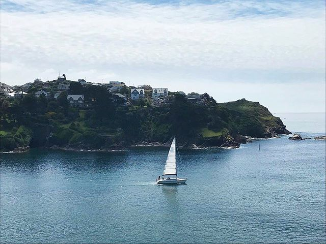 Nothing quite like being on the water 💦 ⛵️especially with weather like this. It's a little tucked away but if you look carefully you will see one of our current projects on the edge of the headland. Stay tuned for more progress updates on this extraordinary project. . #building #cornwall #perringproperties #lovebodmin #buildersuk #construction #granddesigns #builders #views #cornwalllife #cornwallliving #seaside #coastalliving #coast #cornishcoast #sailing #estuary #buildingahouse #buildingdesign #design #sunshine #cornwallcoast #visitcornwall #lovecornwall #construction_site #constructionmanagement #explorecornwall