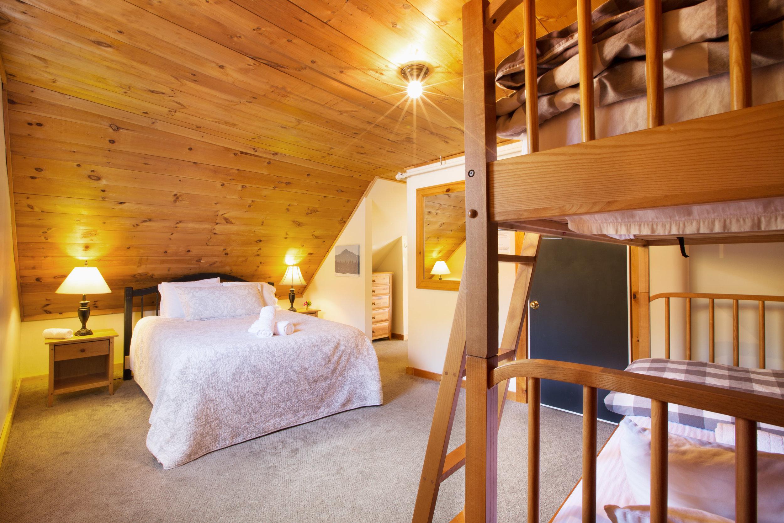 Homestyle Hostel_Suite 2 (4316).jpg