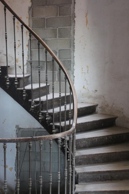 chateau-de-gudanes-staircase.jpg