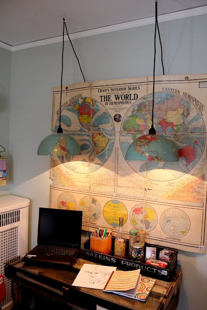 A very exciting, apparently simple DIY project with a vintage looking globe!