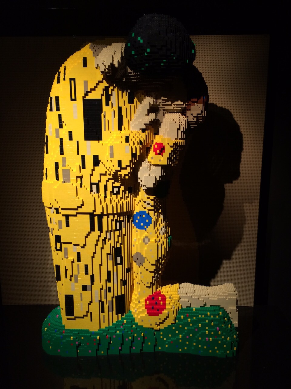 The Art of the Brick _ The Kiss