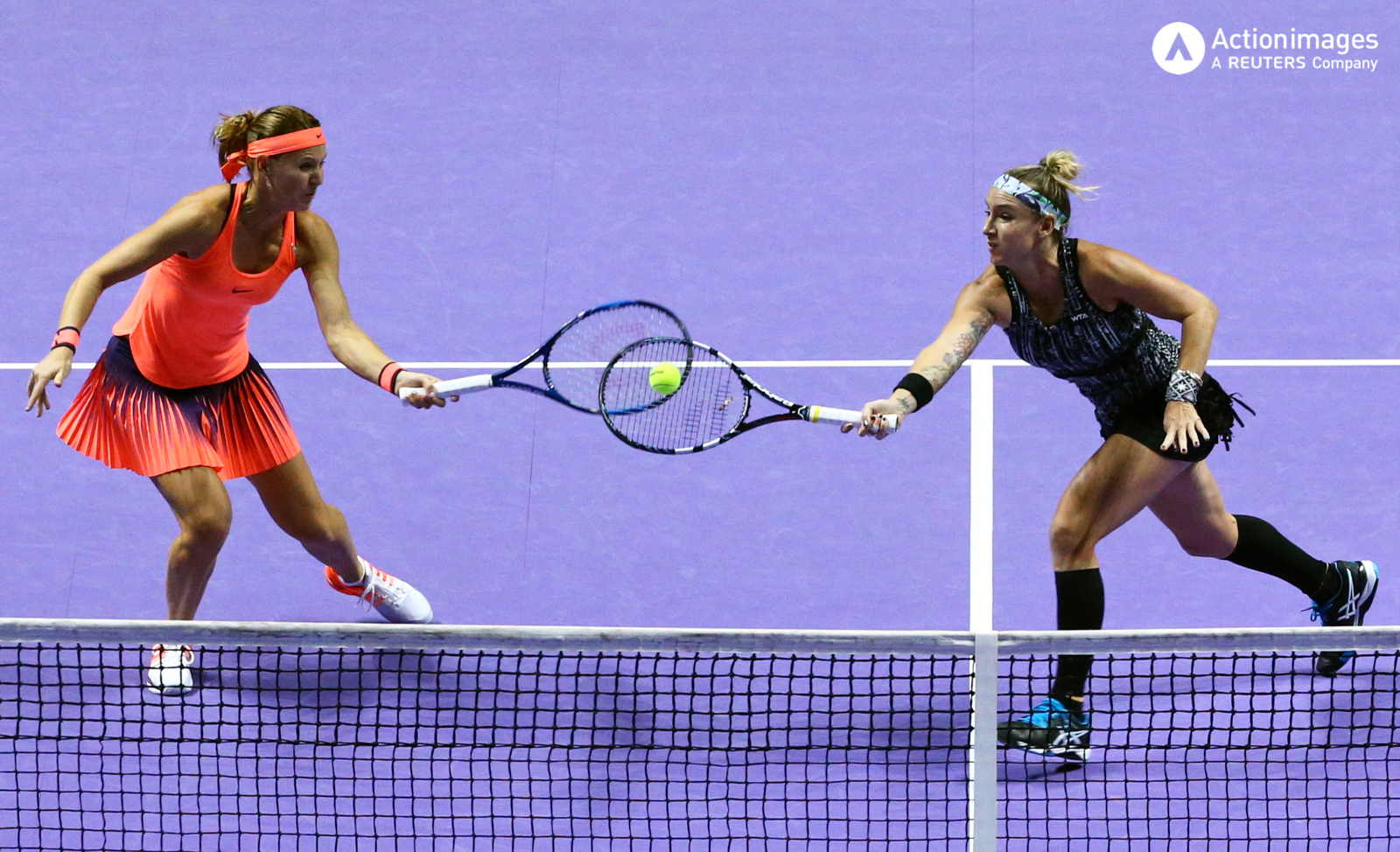 Tennis - BNP Paribas WTA Finals - Singapore Indoor Stadium - 30/10/16 USA's Bethanie Mattek-Sands and Czech Republic's Lucie Safarova in action during their final match Mandatory Credit: Action Images / Yong Teck Lim Livepic
