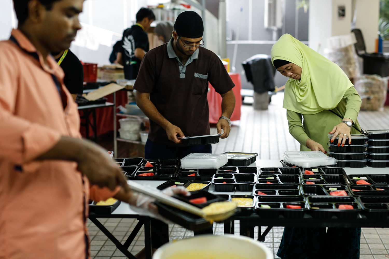 Volunteers prepare meals for iftar at Masjid Al-Mukminin.