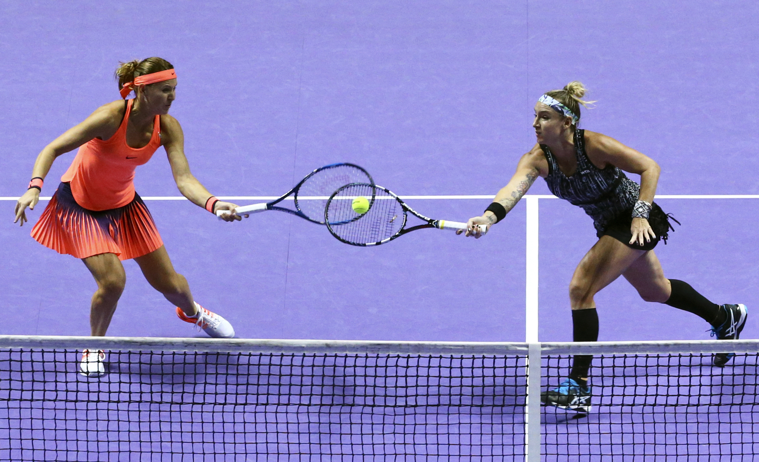 Tennis - BNP Paribas WTA Finals - Singapore Indoor Stadium - 30/10/16 USA's Bethanie Mattek-Sands and Czech Republic's Lucie Safarova in action during their final match Mandatory Credit: Action Images / Yong Teck Lim Livepic EDITORIAL USE ONLY.