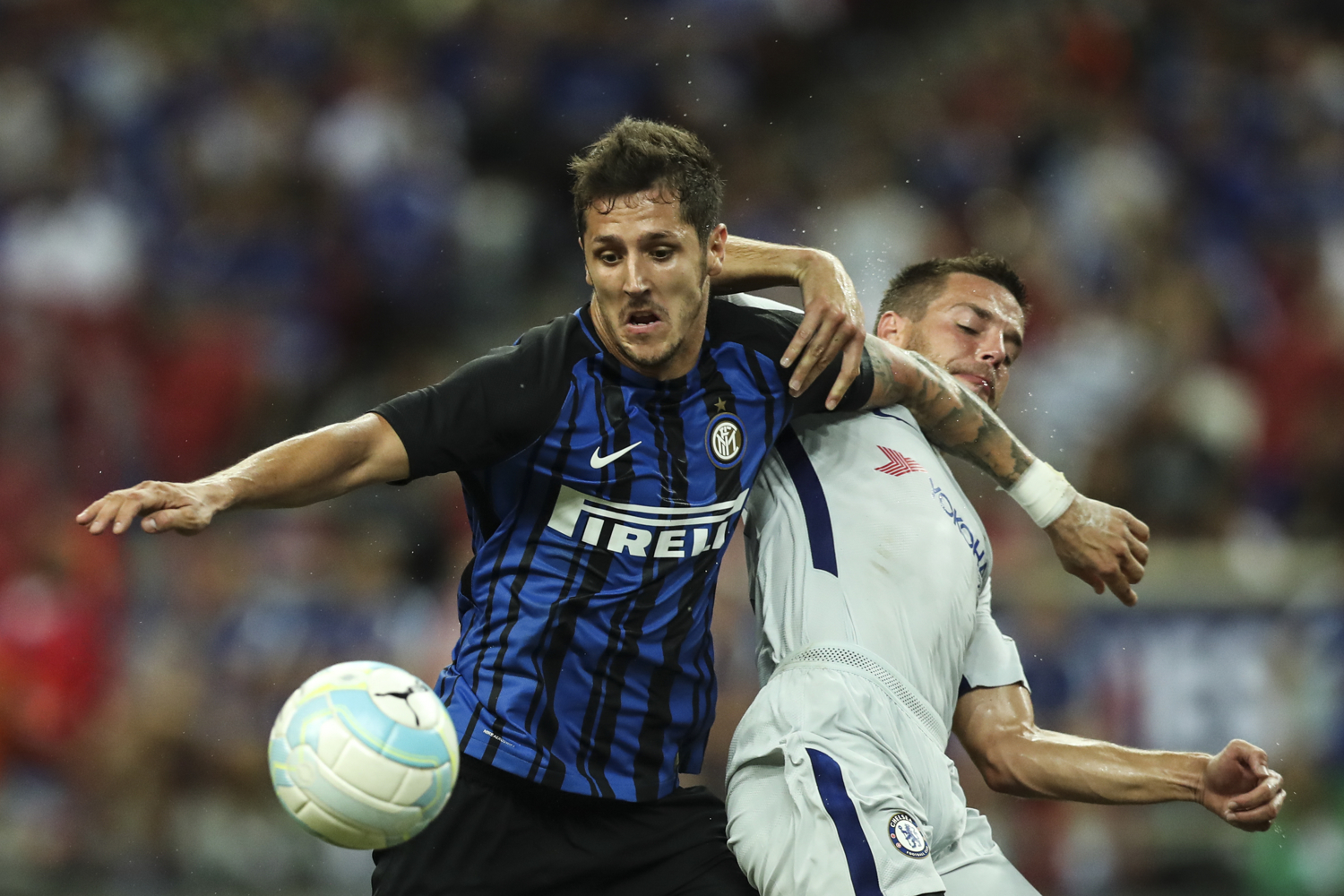Soccer Football - Chelsea v Inter Milan - International Champions Cup Singapore - Singapore - July 29, 2017Inter Milan's Stevan Jovetic in action against Chelsea's Cesar Azpilicueta. REUTERS/Yong Teck Lim