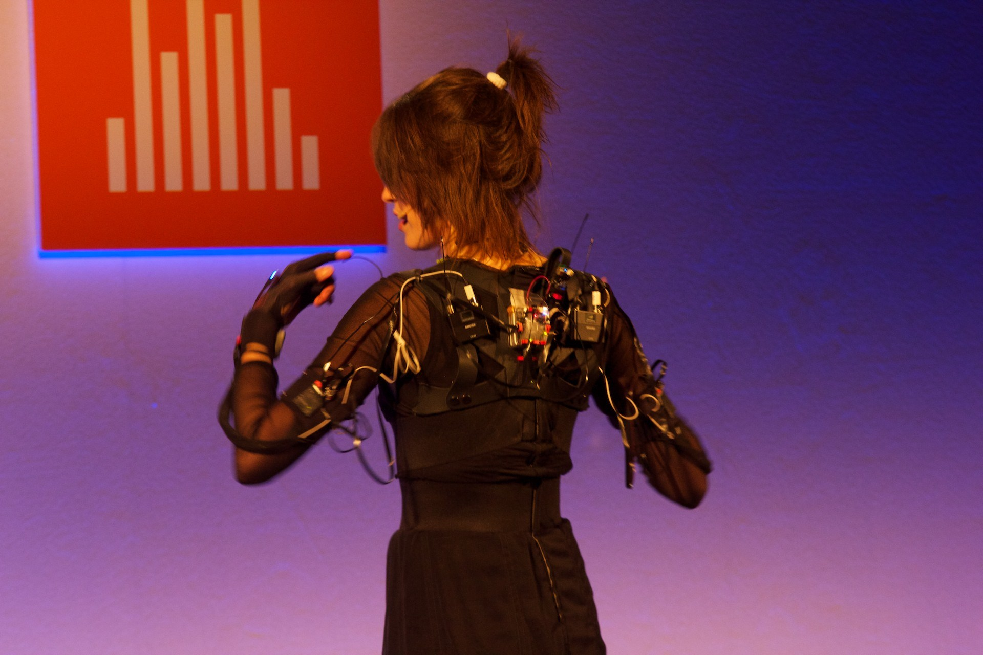 Imogen Heap wired mimu gloves.jpg