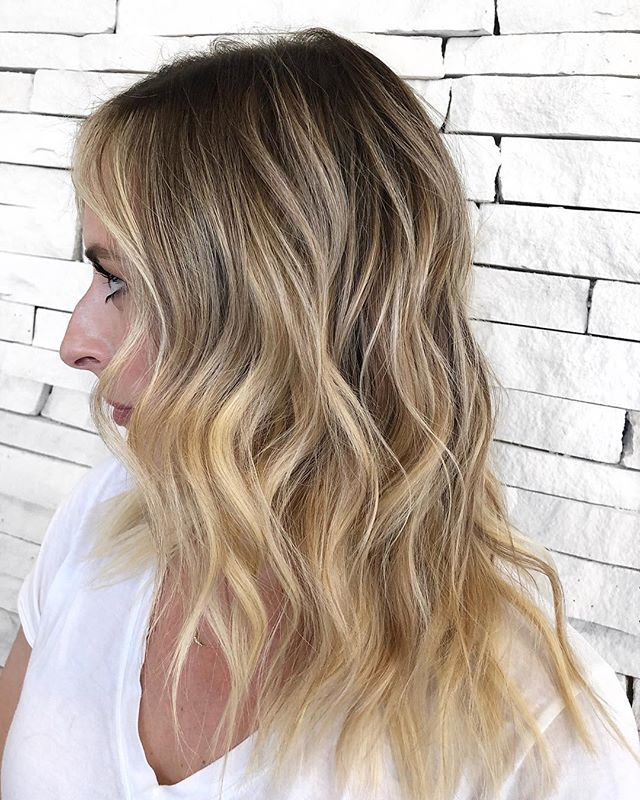 @kellymarv has the perfect trendy and low maintenance blonde for spring! We keep take her root slightly darker and keep it bright and bold around her face and on her ends.