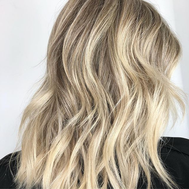 FiRST DAY AT @901academy WAS iNCREDiBLE! - - @anthonyholguin taught us everything we needed to know about BLONDES! Learning && being inspired by other hairstylists from all over the United States is the most humbling experience! Shout out to my 💣 foiling partner @freska84! (SWiPE FOR HER BEFORE)