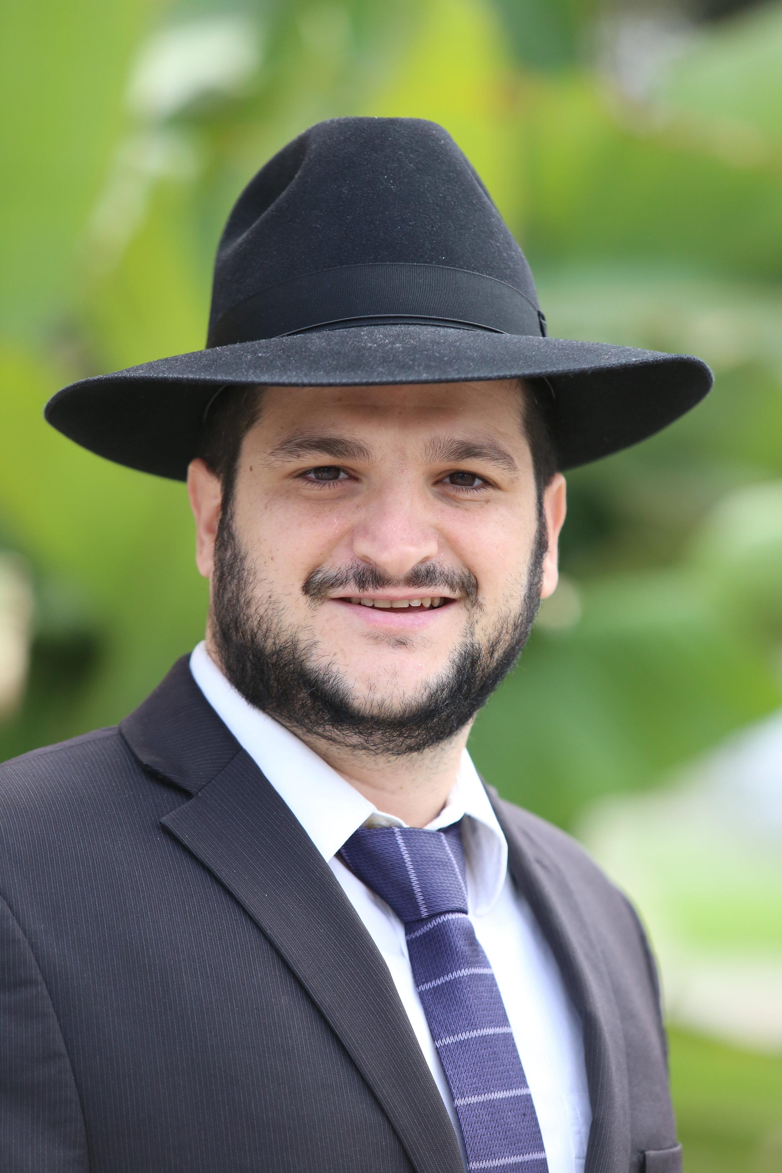 Rabbi Itai Esudri  Rebbe/Shoel Umeishiv