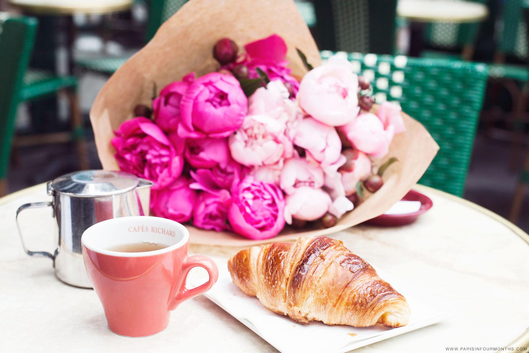 Parisian  coffee  break