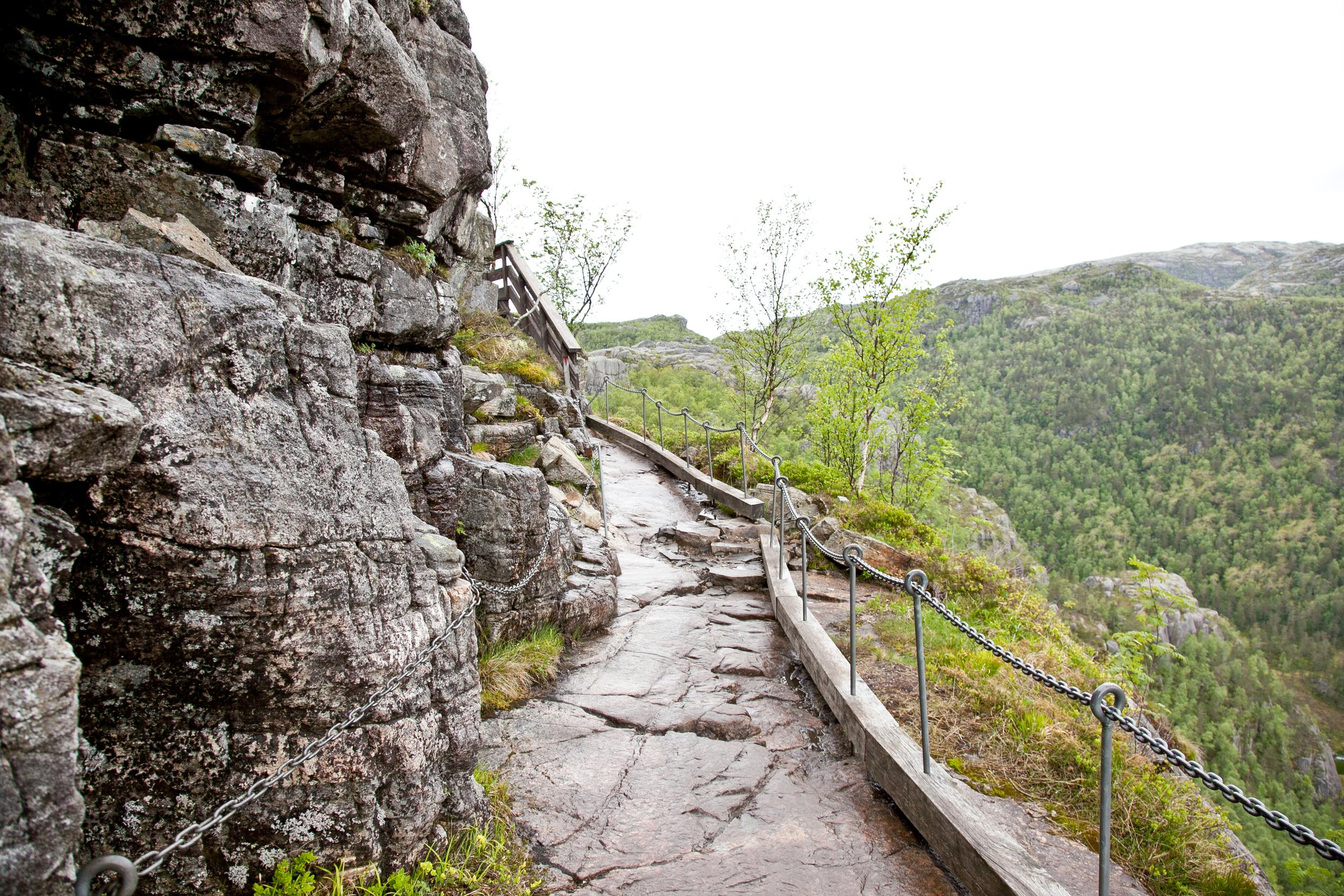 IMG_3908-pulpit-rock-hike-stavanger-tau-trisa-taro.jpg
