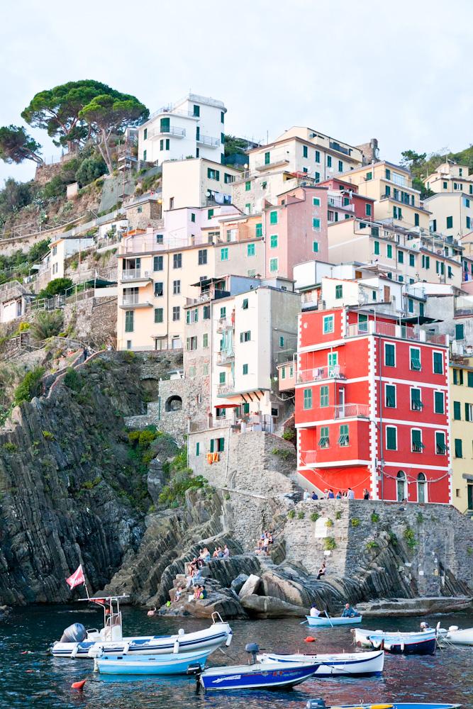 IMG_5973-marina-riomaggiore-sunset-cinque-terre-italy-trisa-taro-the-free-passport.jpg