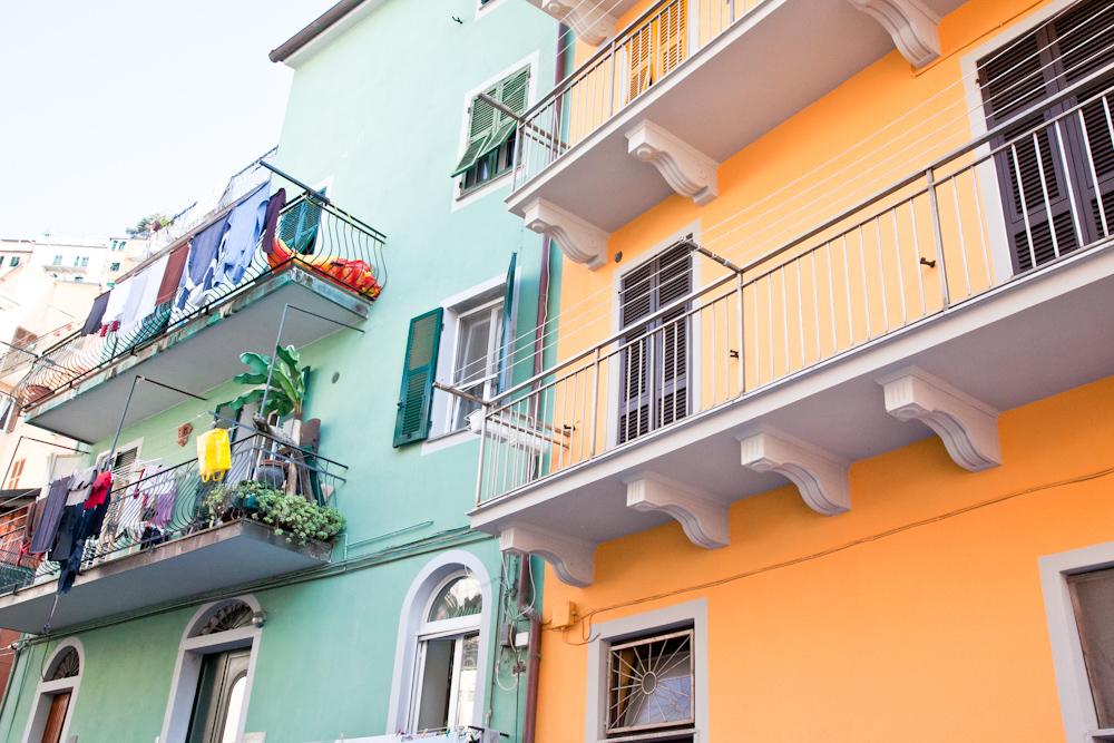 IMG_6343-beach-monterosso-cinque-terre-italy-trisa-taro-the-free-passport.jpg