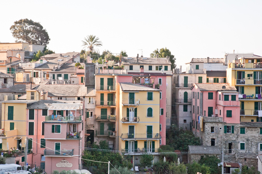 IMG_6428-hiking-corniglia-to-vernazza-cinque-terre-italy-trisa-taro-the-free-passport.jpg