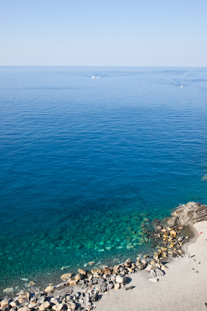IMG_6474-hiking-corniglia-to-vernazza-cinque-terre-italy-trisa-taro-the-free-passport.jpg