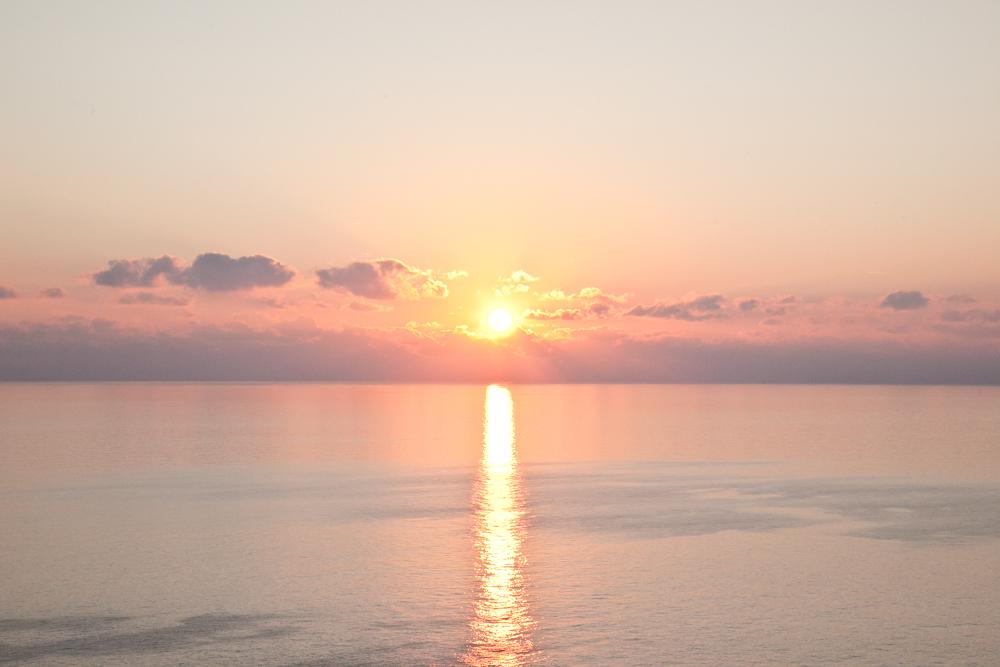 IMG_6889-sunset-riomaggiore-cinque-terre-italy-trisa-taro-the-free-passport.jpg