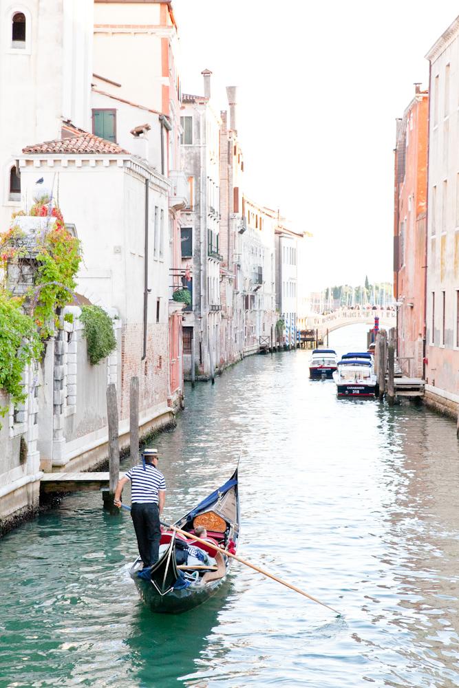 IMG_7795-venice-canals-italy-trisa-taro-the-free-passport.jpg