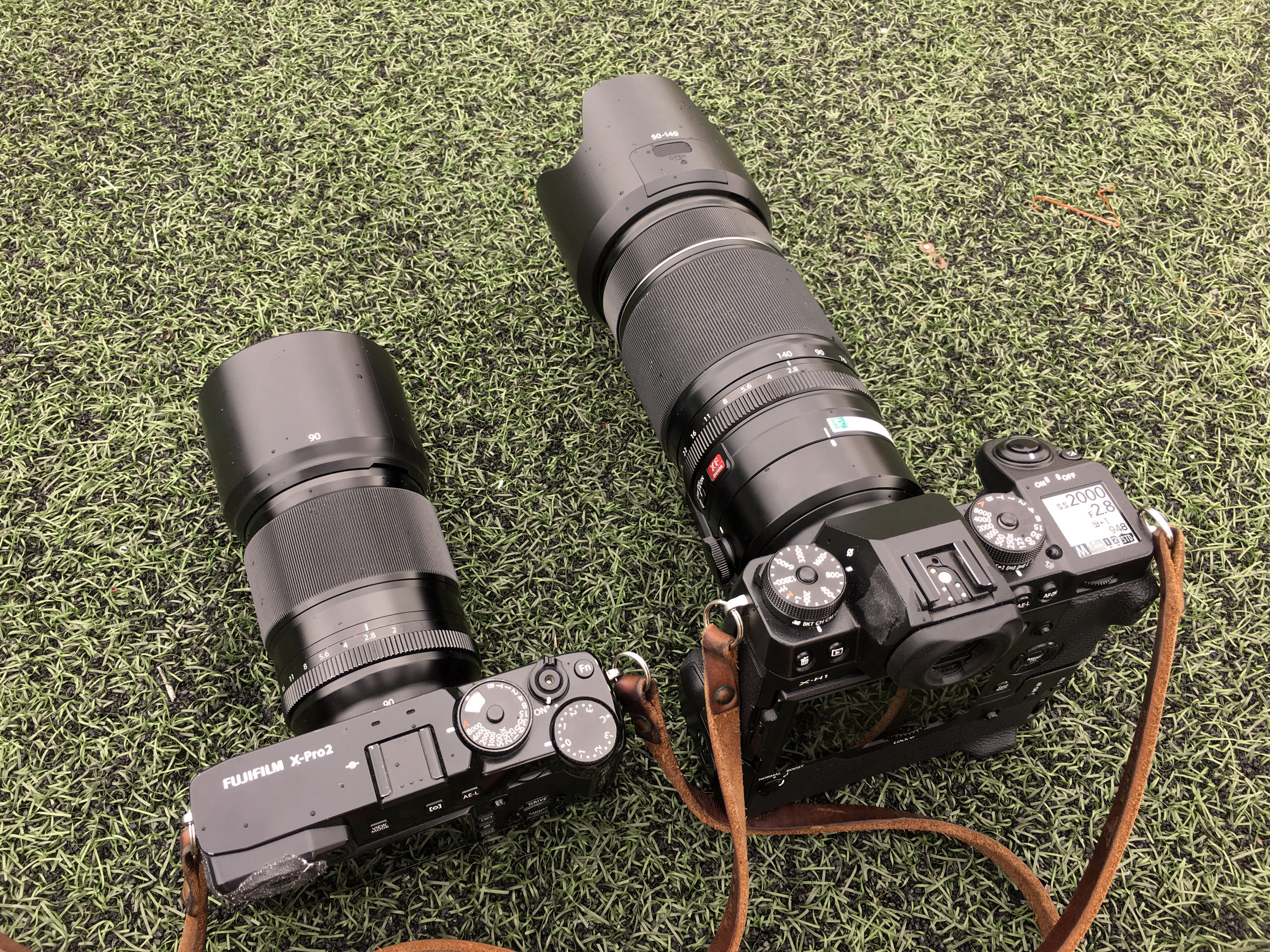 Size comparison . Fujifilm X-Pro2 with XF 90mm f/2 R LM WR - Fujifilm X-H1 / VPB-XH1 Grip and XF 50-140mm f/2.8 R LM OIS WR