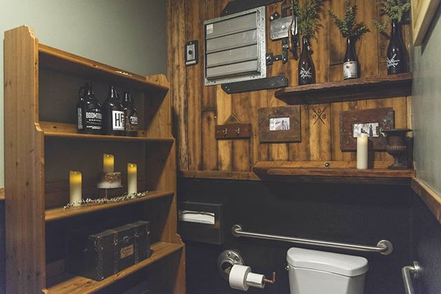🚽❤️ Some people say we have the best brewery bathroom they've ever visited. We can't help but agree! Visit the best taproom bathroom in the biz - we're open at 5pm on Fridays and at noon on the weekends!  . . . #brewerybathrooms #DTLAbeer #DTLAbrewers #LAbrewers #design #instabeer #brewerytour #brewery #brewerylife #taproom