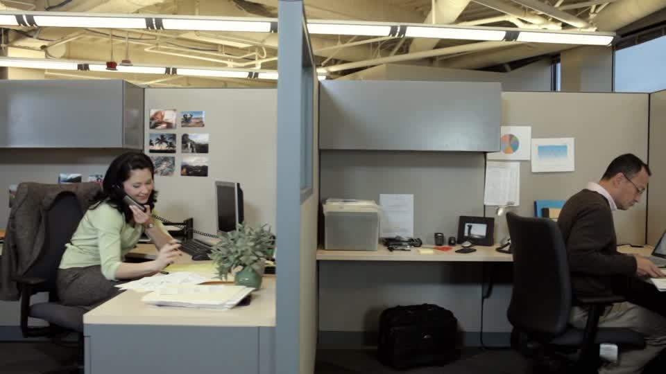 141097855-horario-de-trabajo-cubiculo-empleado-de-oficina-trabajo-de-oficina.jpg