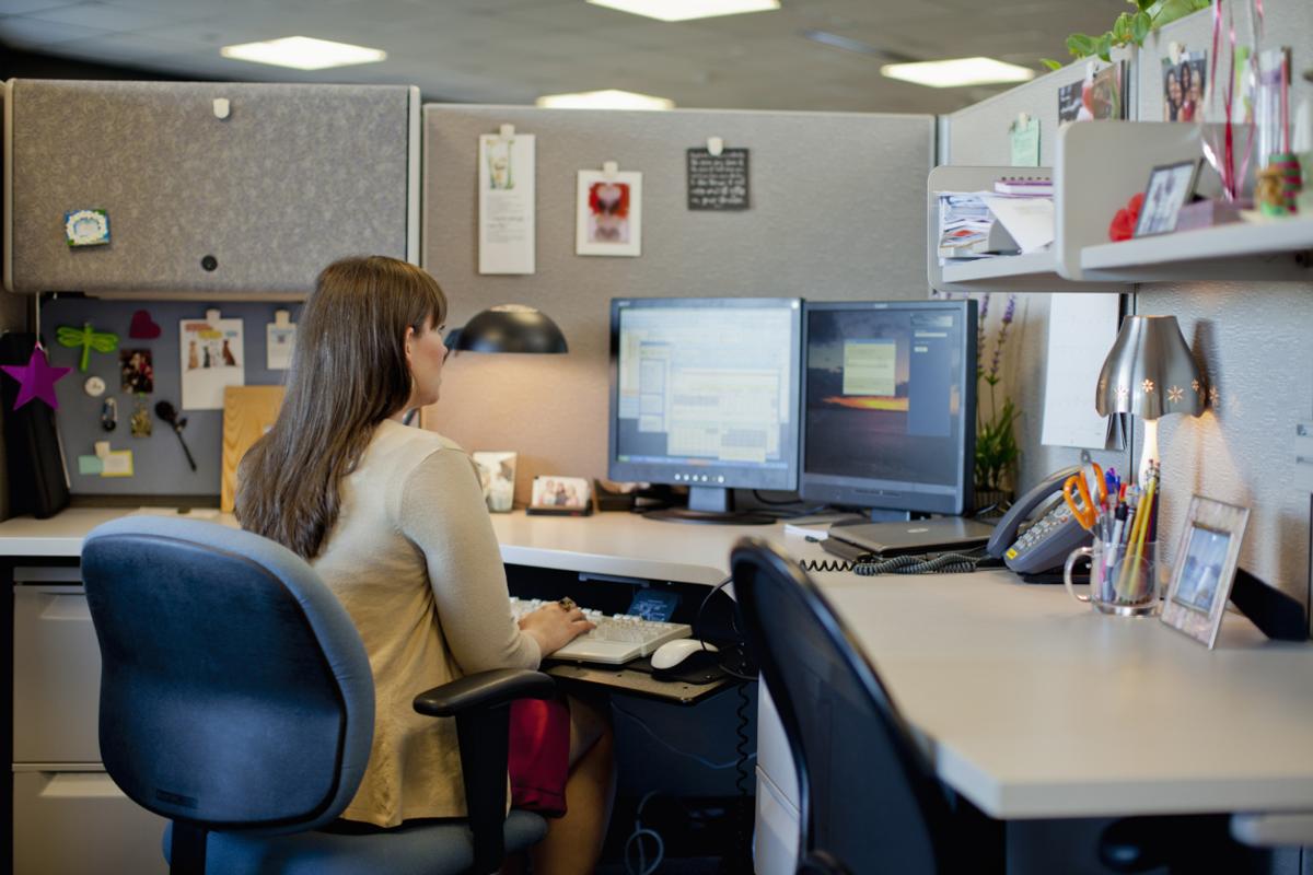 150408-cubicleworking-stock.jpg