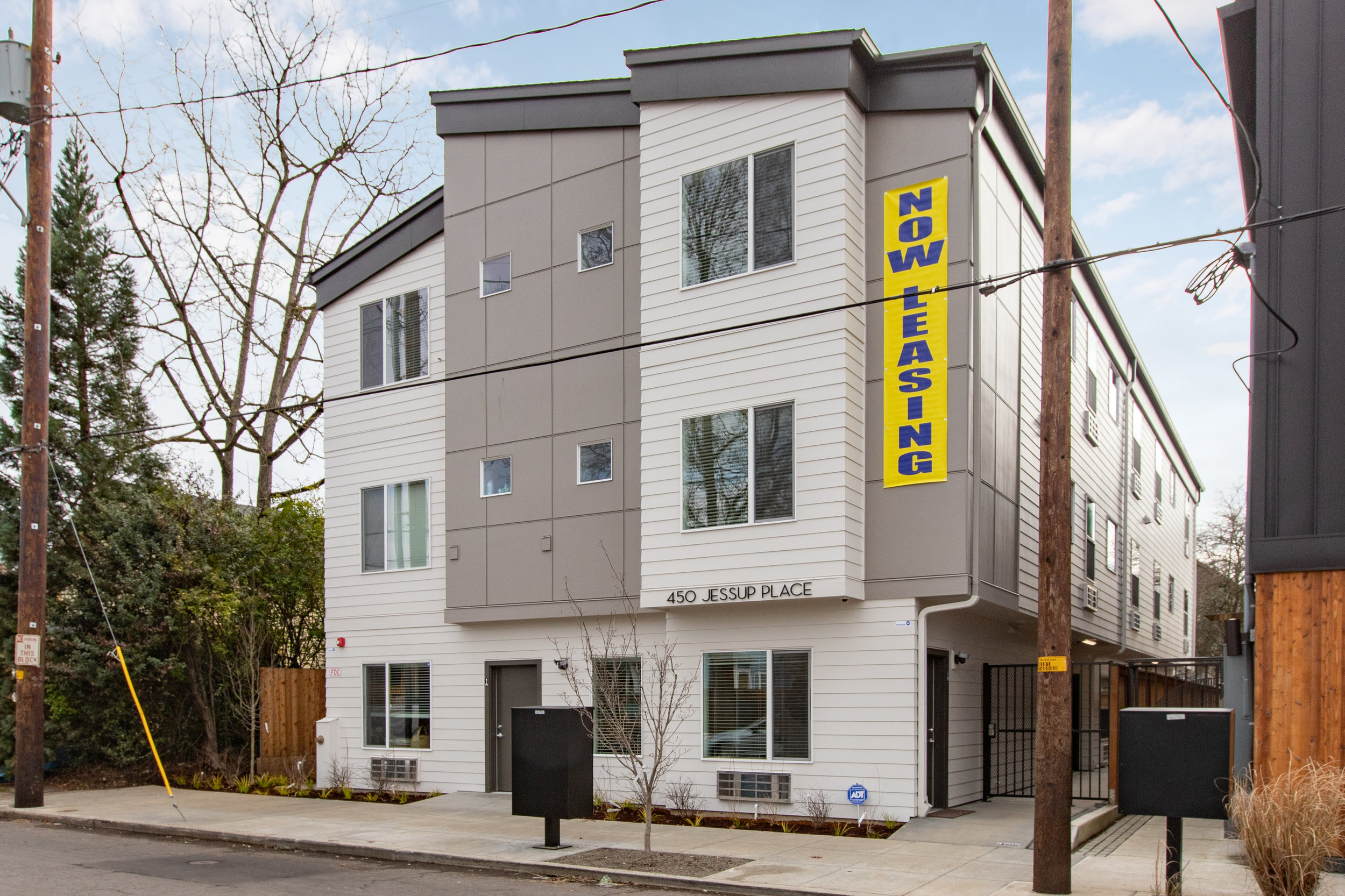 450 NE Jessup St Portland     15 Units Apartment