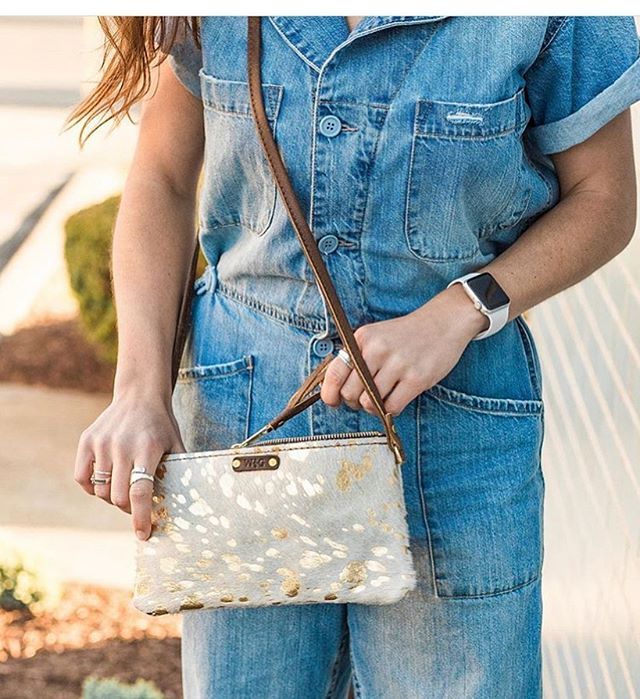 Gold metallic on white cowhide! This crossbody was made for true southern fashionistas!😍